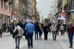 Gente a spasso in centro a Palermo