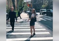 Paul McCartney photobomb a sorpresa nelle foto delle vacanze di una ragazza Mae Archie ha condiviso su TikTok un video del momento in cui ha scoperto che l'ex Beatle era sullo sfondo di uno dei suoi scatti di un viaggio a New York. - Ansa
