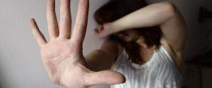 La invitano ad una finta festa e la violentano: 4 giovani arrestati a Tre Fontane