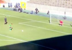 Zaza-style: la rincorsa del giapponese per calciare il rigore è «interminabile»  È diventato virale il video del penalty segnato dal giovane Komi Ryota - Dalla Rete