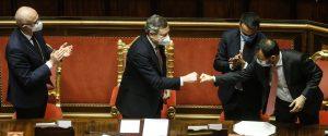 """In Senato arriva la fiducia per il Governo Draghi: 262 i """"sì"""", M5S spaccato"""
