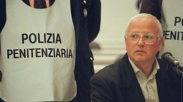camorra, mafia, Enzo Biagi, Raffaele Cutolo, Sicilia, Cronaca