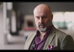 «Rigoletto», il regista Davide Livermore e la maledizione  - Corriere Tv