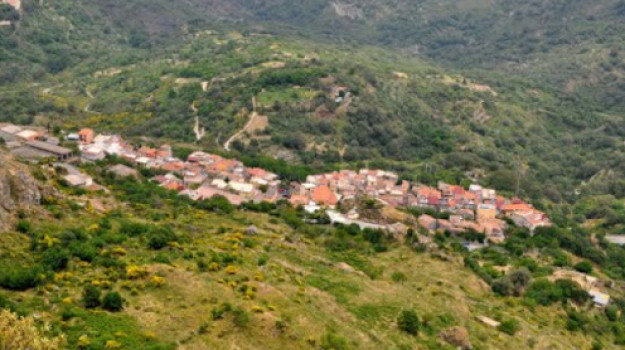 roccafiorita, Messina, Società