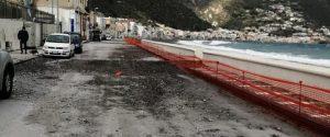 Strada danneggiata dalle mareggiate a Lipari (Foto di Bartolino Leone)