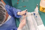 La preparazione delle fiale di vaccino
