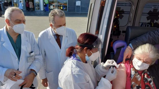 vaccino, Catania, Cronaca