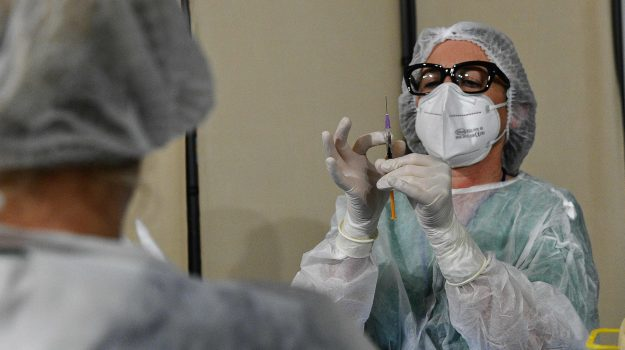 Coronavirus, il bollettino: la Sicilia torna sopra i 300 casi, lieve aumento dei ricoveri