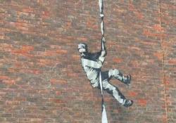 Il murale sul carcere dove fu rinchiuso Oscar Wilde è di Banksy Lo street artist ha confermato con un video le voci degli ultimi giorni sull'opera apparsa nel carcere storico di Reading - CorriereTV