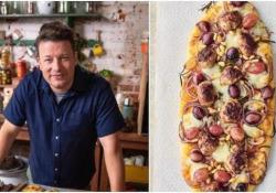 La pizza con l'uva: la ricetta di Jamie Oliver. La provereste? In un episodio del suo show