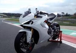 La prova (in pista) della Ducati Supersport 950S Riprogettata da cima a fondo, più fruibile e godibile in circuito e su strada: ecco il test tra i cordoli di Vallelunga - CorriereTV