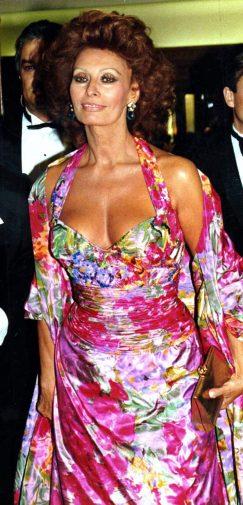 Sophia Loren è pseudonimo di Sofia Costanza Brigida Villani Scicolone