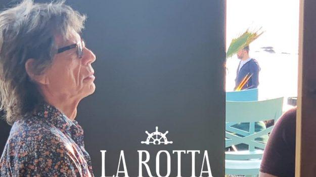 Mick Jagger, Sicilia, Società