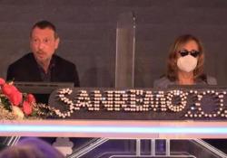 Sanremo, Amadeus: «Simona Ventura ha il Covid, non sarà all'Ariston» Avrebbe dovuto co-condurre: «È disperata, l'abbraccio» - Corriere TV