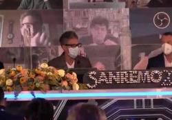 Sanremo, Fiorello si commuove: «Che dolore i ragazzi chiusi in casa» A Sanremo, con la voce rotta dall'emozione: «Mia figlia non è più abituata ad uscire di casa» - Nino Luca
