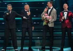 Sanremo, Ibra e Mihajlovic cantano «Io vagabondo» Dopo il siparietto comico i due amici si improvvisano cantanti sul palco dell'Ariston - Ansa
