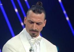 Sanremo, Ibrahimovic «caccia» Amadeus dal palco. Poi: «Chiedo a Zlatan se posso presentare» La gag tra il campione e il padrone di casa - Ansa