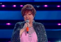 Sanremo, lo stile di Orietta Berti e la sua «Quando ti sei innamorato» Con il completo Gcds si conferma regina dell'Ariston, anche per i giovani - Ansa