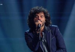 Sanremo, problema tecnico per Renga: richiamato sul palco per ripetere l'esibizione I primi secondi della canzone senza audio - Ansa