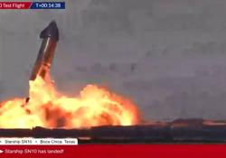 SpaceX, il prototipo Starship atterra per la prima volta e poi esplode: il video della palla di fuoco L'atterraggio è avvenuto nel modo corretto, ma poi Starship SN10 è esploso - Corriere TV