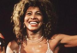 «Tina», un documentario racconta la fuga di Tina Turner da abusi e violenze   - Corriere Tv