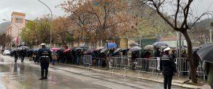 Gente in fila per la vaccinazione a Palermo