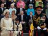 Tobia Menzies . Filippo di Edimburgo in The Crown (Netflix) qui con Olivia Colman - Elisabetta II