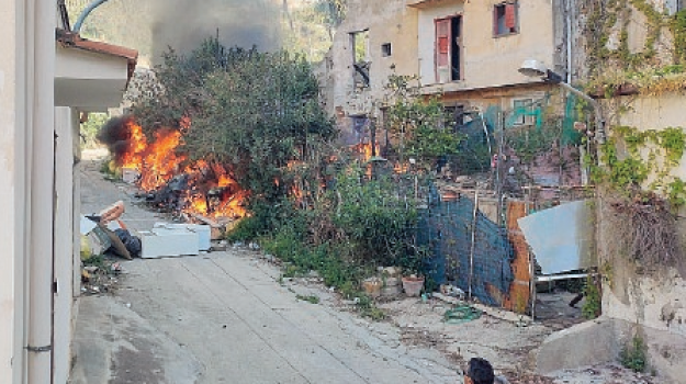 incendi, porto empedocle, rifiuti, Agrigento, Cronaca