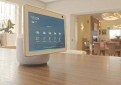 """Amazon Echo Show 10: ora si muove Lo smart display con Alexa """"vede"""" l'utente e ruota per offrirgli sempre lo schermo frontalmente - Corriere Tv"""