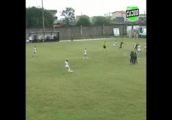 Brasile, segna con la punizione «alla Roberto Carlos» È il gol realizzato da Karen Aline Pelicari, calciatrice della squadra femminile brasiliana del Santos - Dalla Rete