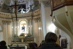 Fedeli all'interno della chiesa San Vito di Bronte