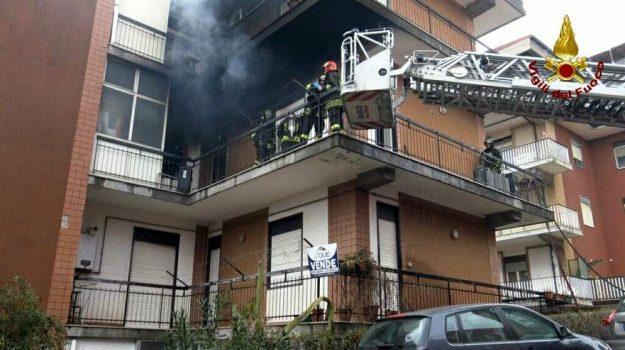 belpasso, incendio, Catania, Cronaca