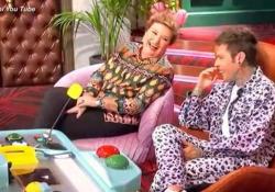«LOL», dalla nonna di Fru al tip tap di Elio: le gag sono esilaranti «Chi ride è fuori», il gioco comico creato da Fedez spopola in rete - CorriereTV