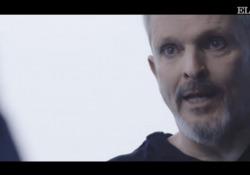 Miguel Bosè, il negazionismo e la droga: l'anticipazione dell'intervista al programma spagnolo «Lo de Évole» Il lancio doi promozione dell'intervista di Miguel Bosé al programma «Lo de Évole» - ATRESMEDIA - Corriere Tv
