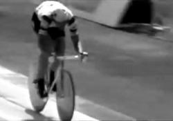 Moser e il sogno del ciclismo italiano Dal 3 maggio sul palco virtuale di Oltheatre il racconto dell'epica impresa del «record dell'ora» conquistato dal ciclista trentino quando era già a fine carriera - Corriere Tv
