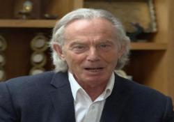 Quasi irriconoscibile: ecco com'è oggi Tony Blair Il pubblico «sbalordito» dal nuovo look dell'ex primo ministro - CorriereTV