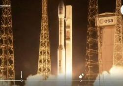 Razzo Vega, le immagini del lancio dalla Guyana francese sei mesi dopo il tentativo fallito Si tratta della diciottesima missione, la prima dopo che sono stati persi i satelliti di Francia e Spagna - Ansa