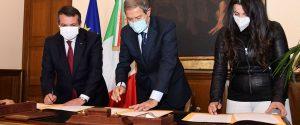 La firma del protocollo per le vaccinazioni nelle aziende in Sicilia