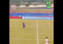 Brasile, il tiro è un missile che finisce nel sette Il talento di Leonardo è tutto in questo gol. - Dalla Rete