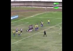 Brasile, segna con una punizione imparabile nel sette Il gol di Thiago Moura, calciatore del Dourados, squadra del campionato brasiliano dilettanti - Dalla Rete