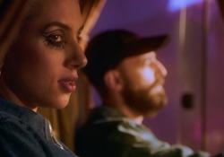 Coma Cose, «La canzone dei lupi» è il nuovo singolo: la clip in anteprima  Atmosfere sognanti e immaginario psichedelico nel video del duo milanese - Corriere Tv