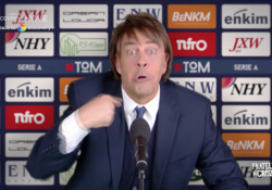 Crozza imita Conte, sketch su Mourinho: «Io oscurato, è un complotto agghiacciante» Il comico nei panni del neoallenatore della Roma - Corriere Tv