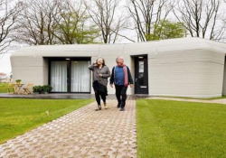 La coppia va a vivere nella prima casa stampata in 3D in Europa Ad Eindhoven, in Olanda, sono state consegnate le chiavi della casa realizzata con una stampante in 3D, nell'aspetto simile a un megalito - CorriereTV
