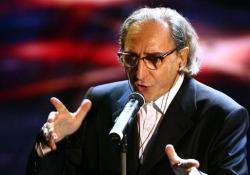 «La cura» di Franco Battiato all'esibizione a Sanremo nel 2007 L'artista aveva 76 anni, è morto il 19 maggio 2021 nella sua casa in Sicilia. Era malato da tempo - Corriere Tv