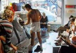 Morto Nick Kamen, protagonista dello spot dei jeans Levi's negli anni '80 Il  modello e cantante  aveva 59 anni. A dare notizia della scomparsa, l'amico e collega Boy George - Corriere Tv