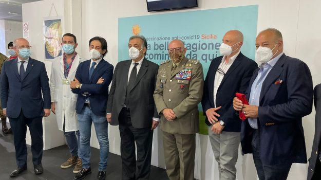 Vaccini h24 con un altro padiglione alla Fiera, a Palermo si cambia: più spazi e nuovi orari