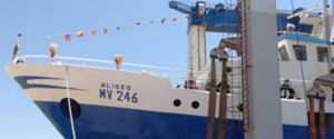 Libia, colpi di mitra per fermare un peschereccio di Mazara: comandante ferito