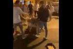 Notte di follia a Scoglitti, scoppia una maxi rissa tra giovani: le immagini dei violenti scontri