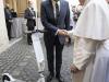 Papa: riceve in dono un monopattino elettrico