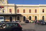 Evade dai domiciliari e tenta di tornare in Campania, pregiudicato bloccato alla stazione di Siracusa
